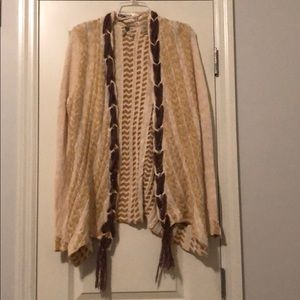BKW brand open cardigan with cute details!